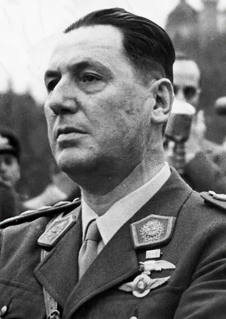 1200px-Juan_Perón_1946
